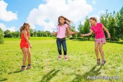 بازی نمودن کودک در فضای آزاد