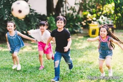 بازی نمودن بچه ها در فضای باز