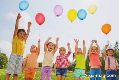 بازی نمودن بچه در فضای آزاد