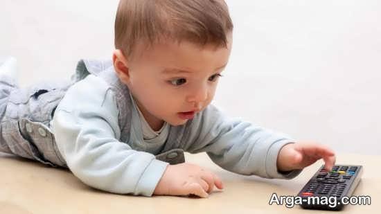چگونگی غلت زدن کودک