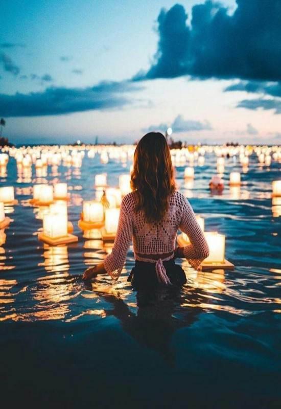 عکس دخترونه بسیار زیبا در لب دریا