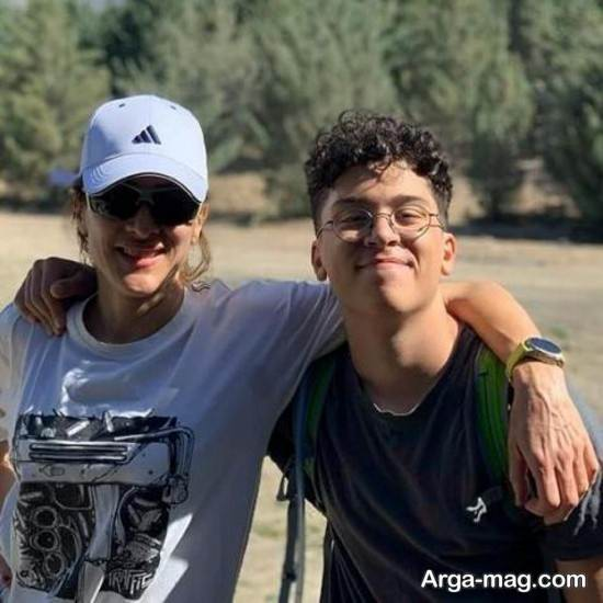 عکسی از ویشکا آسایش در کنار پسرش گیو