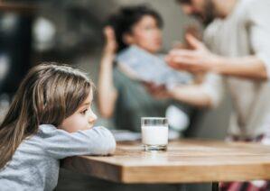 آشنایی با آسیب دعوای والدین جلوی کودک