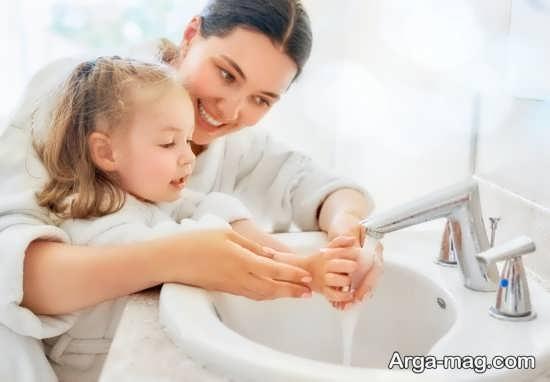 آموختن شستشوی درست دست ها به کودکان
