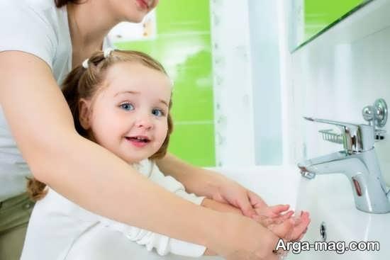یاد دادن شستشوی صحیح دست ها به بچه ها