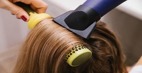 سشوار کشیدن موهای دکلره شده