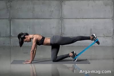 انجام حرکت های متنوع با کش ورزشی