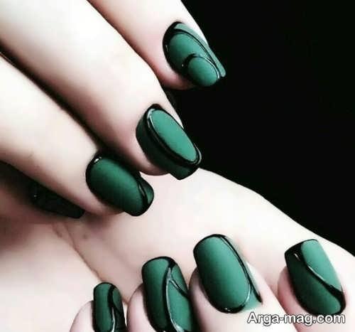 دیزاین ناخن با رنگ سبز تیره