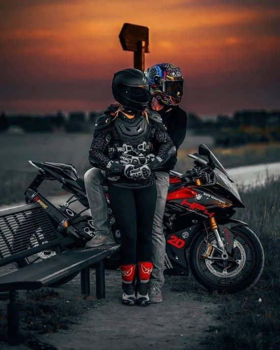 عکس پروفایل های عاشقانه و زیبا موتور سواری