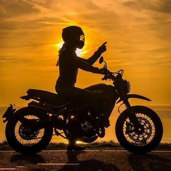 تصویر پروفایل موتور سواری دخترانه