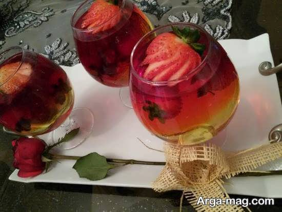انواع نمونه های جذاب و شیک تزیین ژله با توت فرنگی
