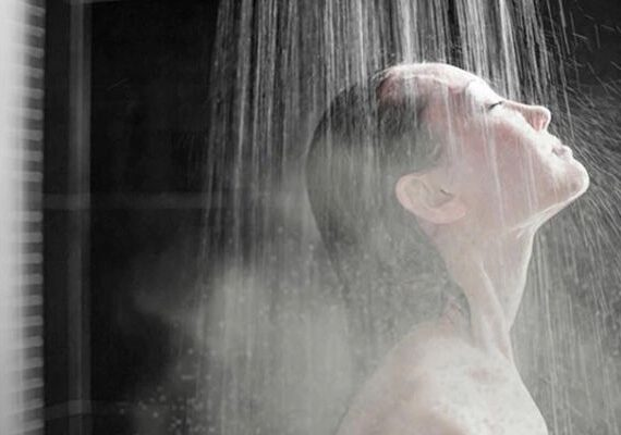 آشنایی با تاثیر آب داغ روی پوست